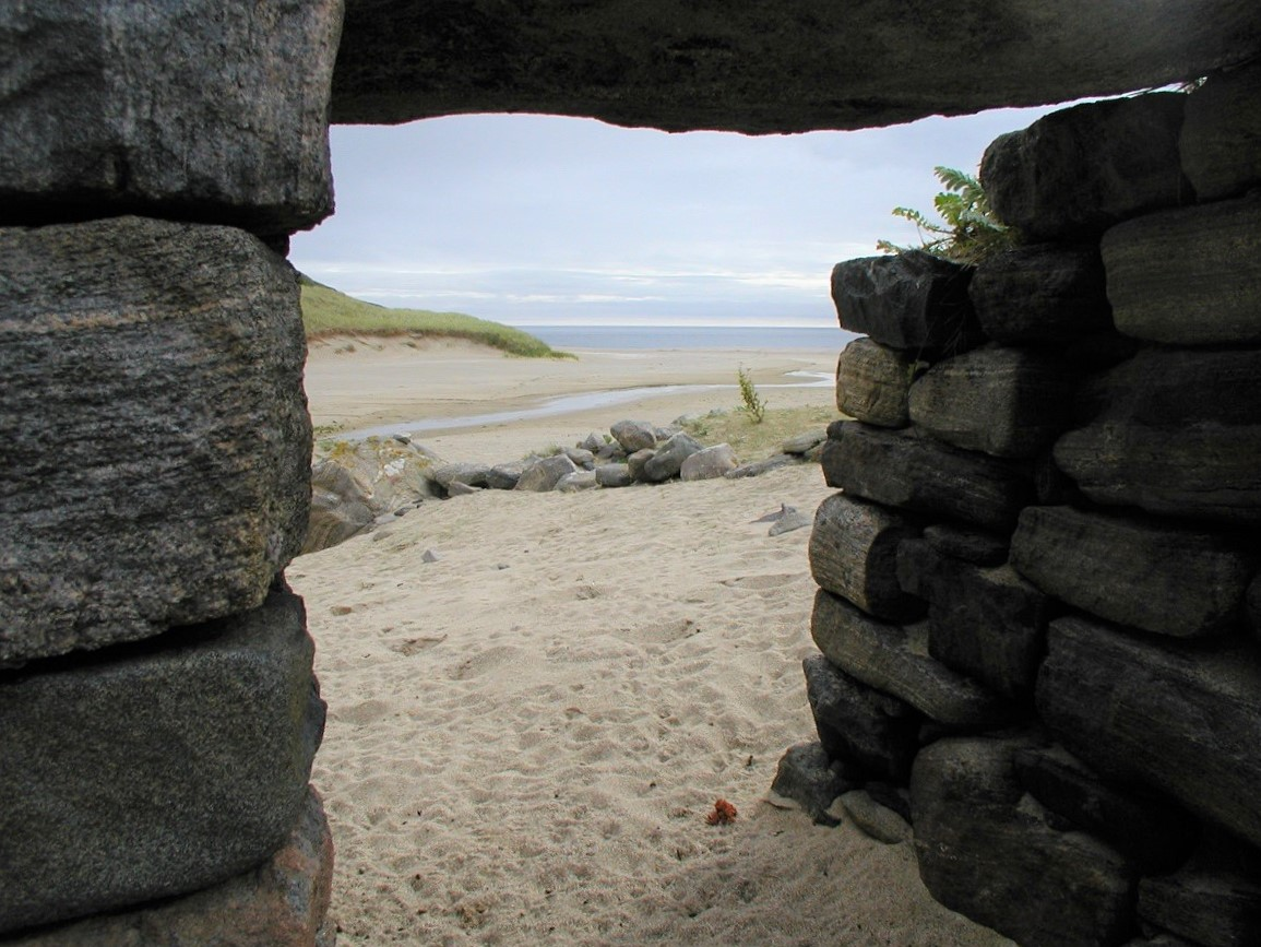 Mingulay ruin looking to beach