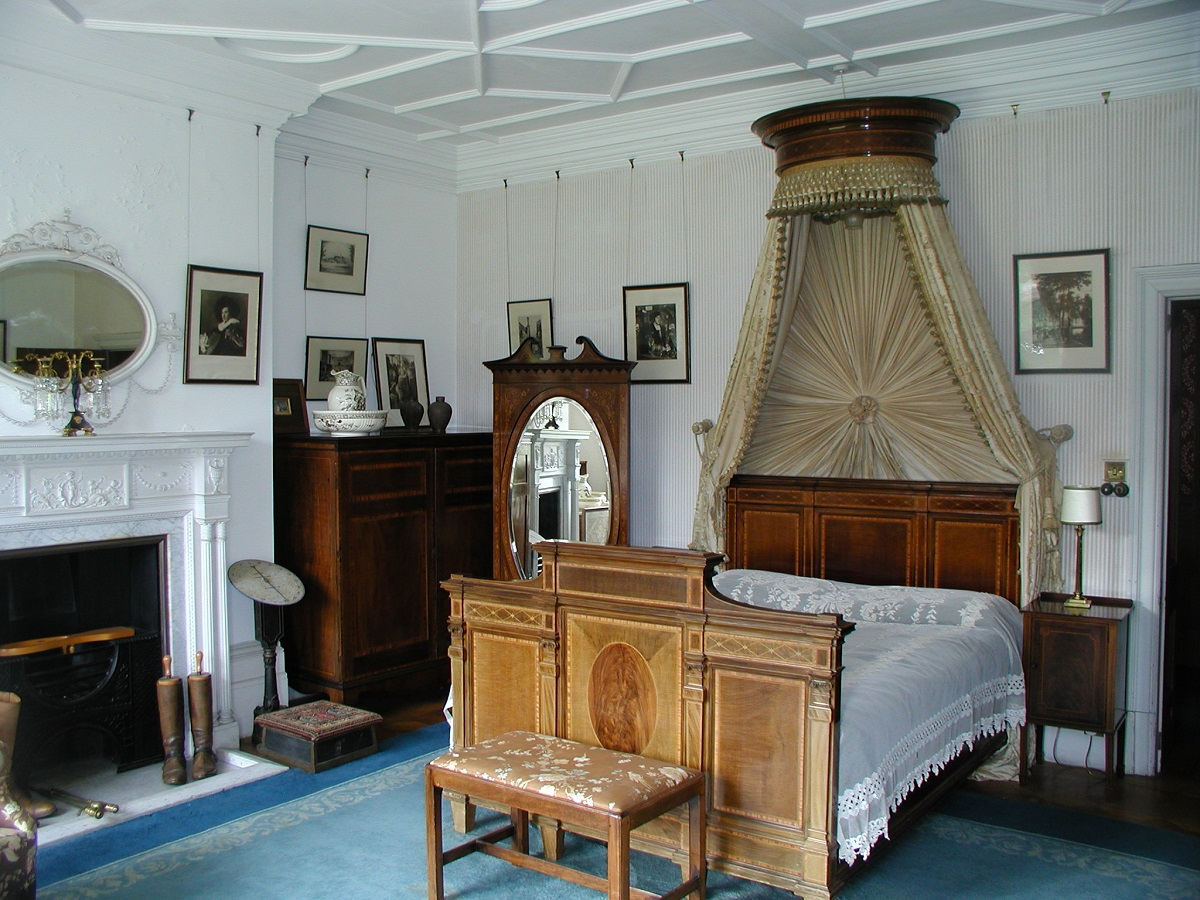 Kinloch Castle bedroom Rum