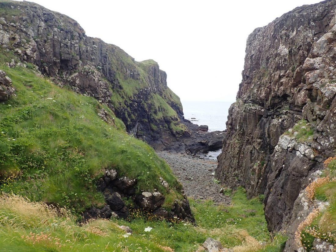 Staffa gully to south west shore