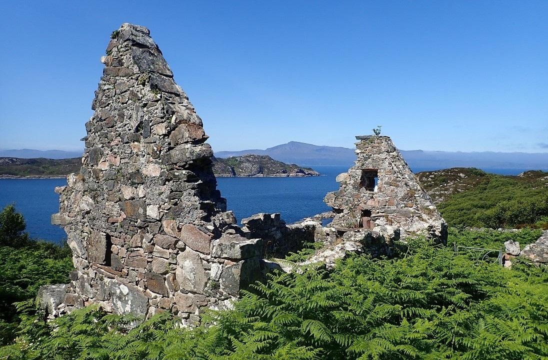 Am Teampull chapel island of Rona